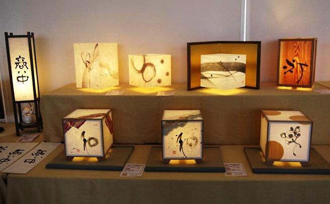 『春の大川木工祭り2012』で展示中の8種類の行灯